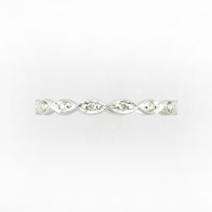 This 18 karat white gold ring has a beaded band and holds 0.15 total carat weight of diamonds.  This ring is size 6.5.