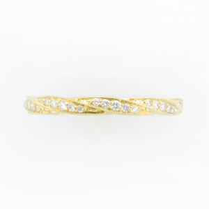 Yellow gold band with Twisted pattern and set stones