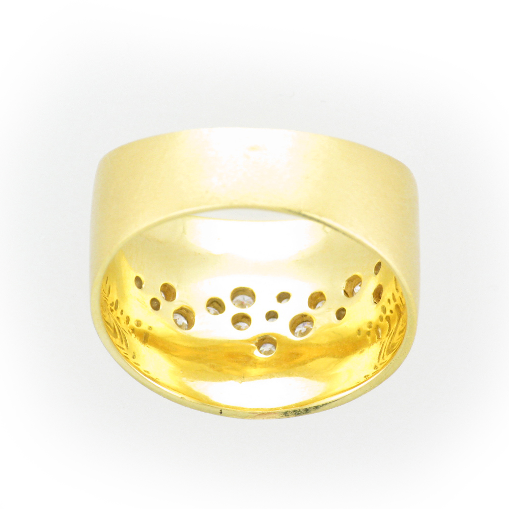 This 14 karat yellow gold ring has a scattered diamond pattern with a total weight of 0.17 carats.