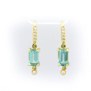18 karat yellow gold, Green Tourmaline 2.61 carat, diamonds 0.07 carat total, drop earrings