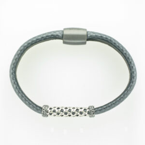 This carbon fiber bracelet has a magnetic clasp.