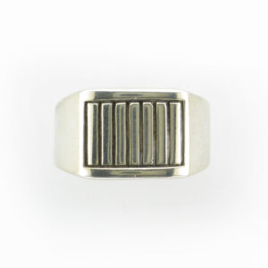 This signet ring has a stripe pattern.