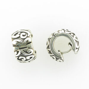 These snap hoop earrings are made of sterling silver and have a swirl pattern.