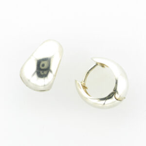 These snap hoop earrings have a concave shape.