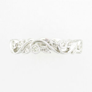 14 karat white gold ring has a floral design holding 0.25 carats of stones. ring is size 6.5.