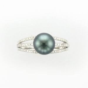 This 18 karat white gold ring has a 8.5 millimeter Tahitian pearl with 68 stones for a total weight of 0.40 carats.