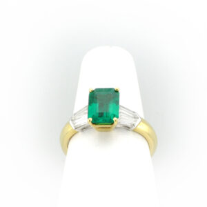This 18 karat yellow gold and platinum ring has a 1.52 carat fine emerald as well as four tapered baguette diamonds with 0.68 total karat weight and F/VS rating.