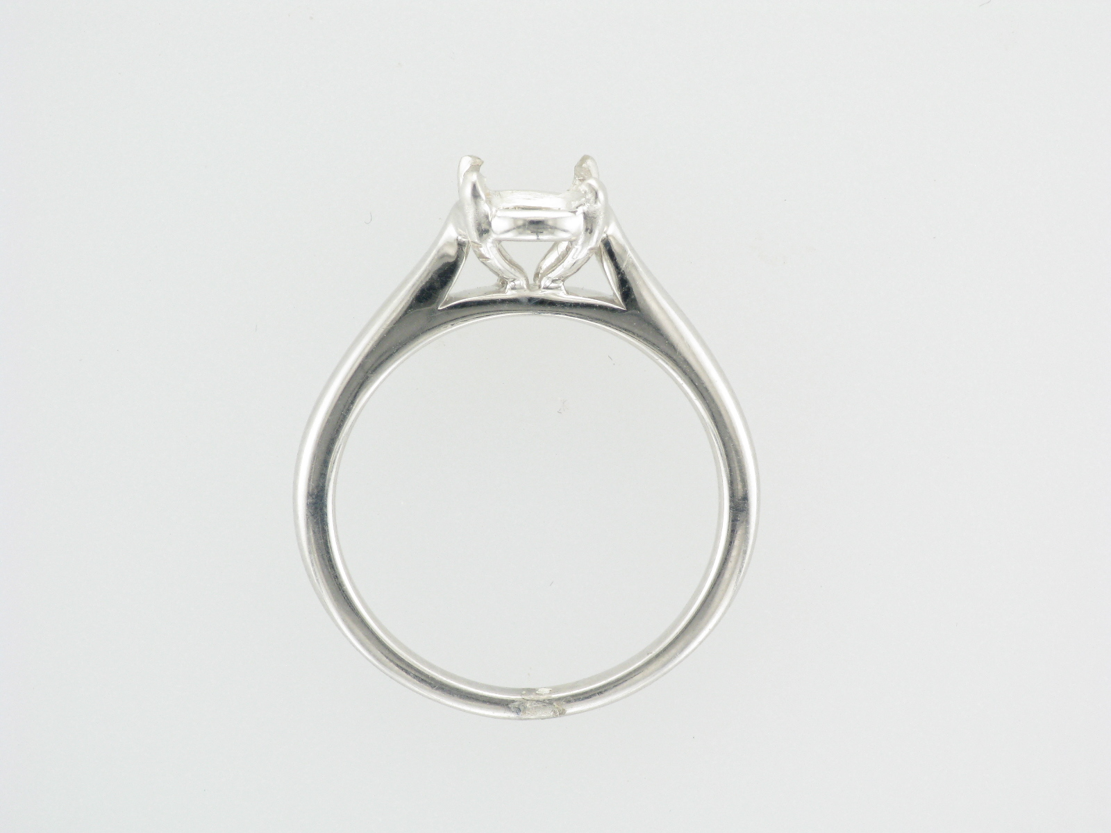 18K White Gold Four Prong Setting