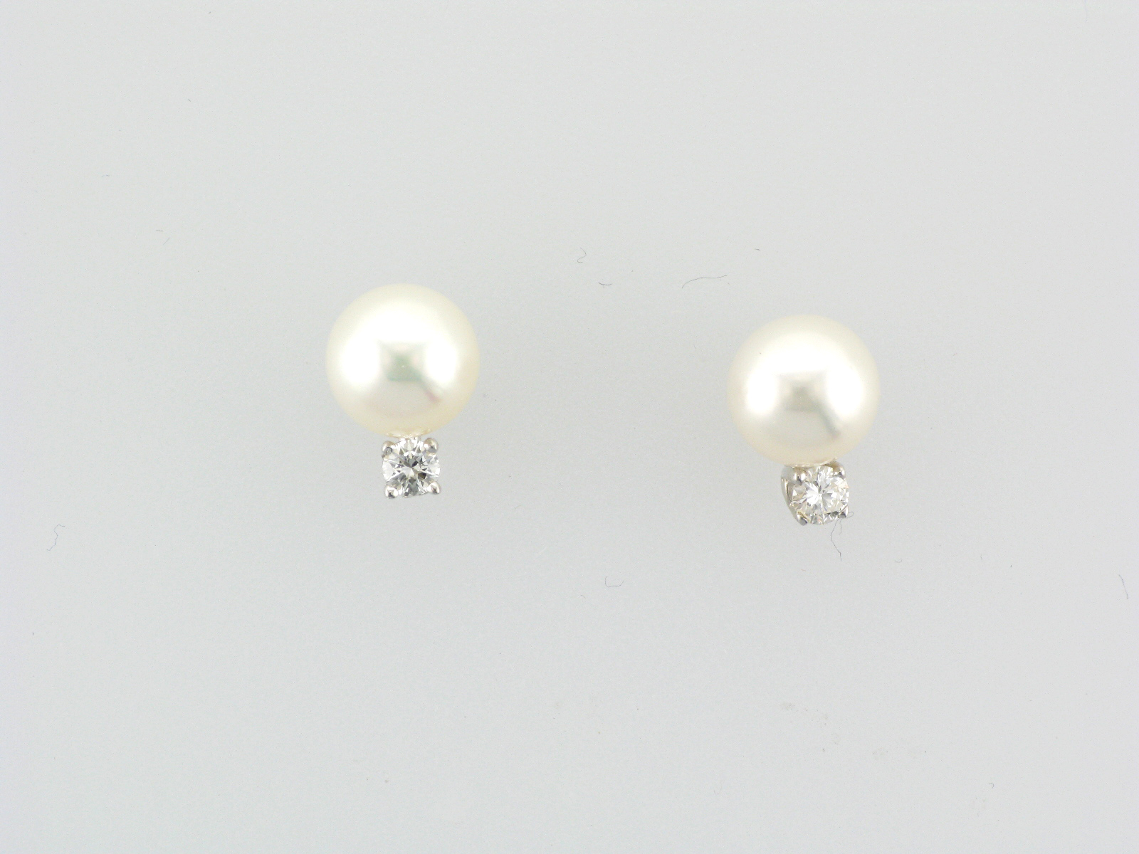 Cultured Pearl and Diamond Earring