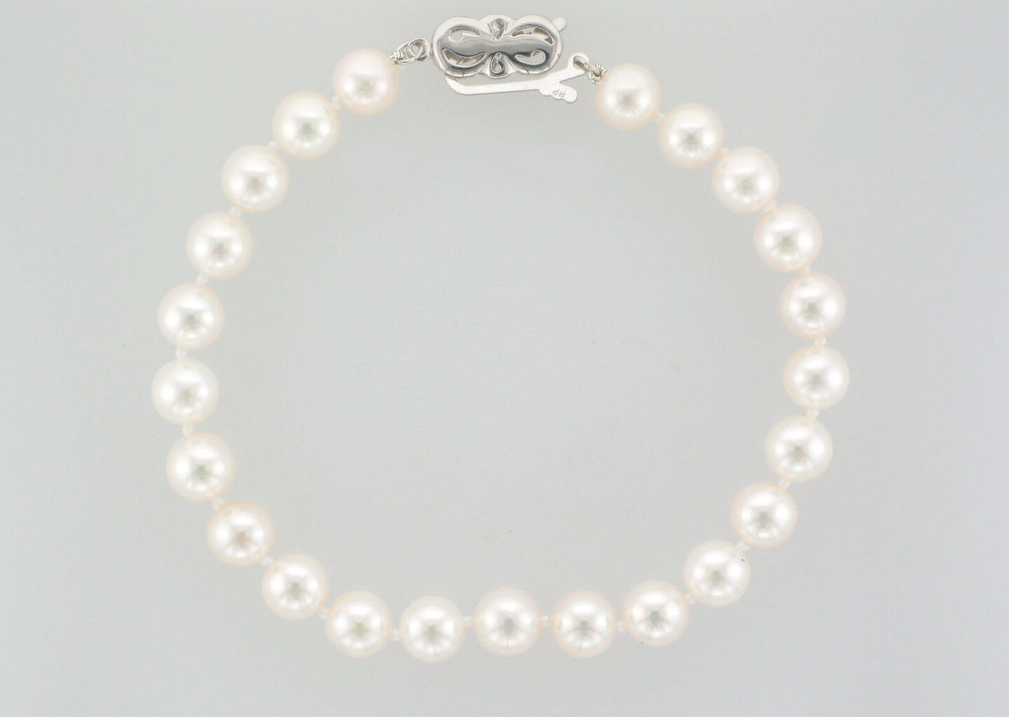 Pearl Bracelet with 18K White Gold Clasp